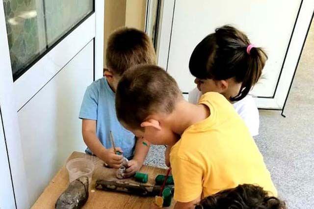 """Днес децата в Детска градина Монтесори Планета България- гр. Плевен продължават програмата си по седмичната тема """"Имам си приятели"""""""