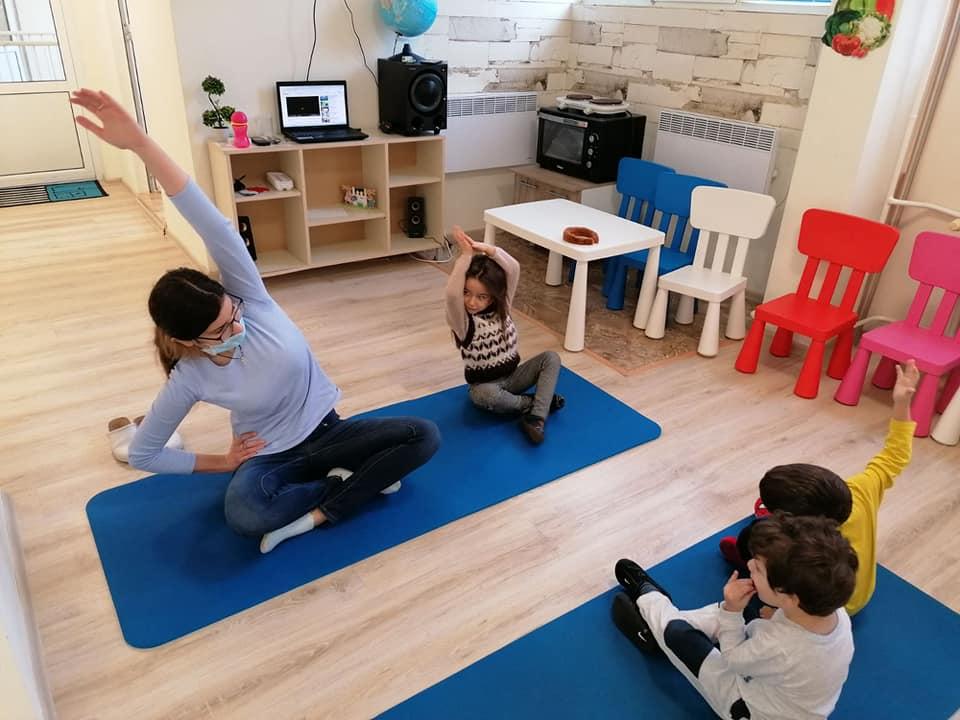 Йога с децата от Детска градина Монтесори Планета България!
